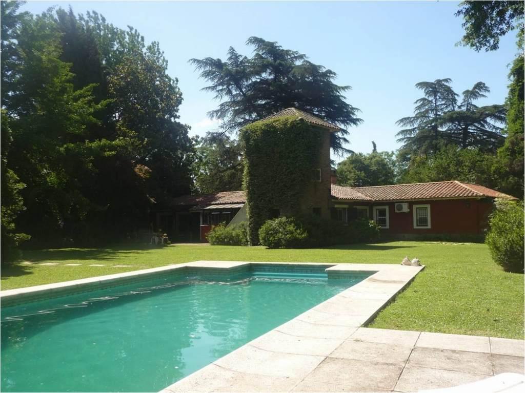 GIN - Grupo Inmobiliario Norte:  Casa Quinta en Barrio Parque Peró