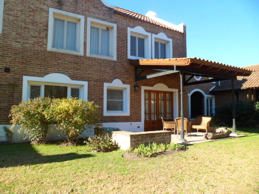 GIN - Grupo Inmobiliario Norte:  Espectacular casa en venta, Barrio Cerrado Miralejos,  lote de 6 hectáreas.