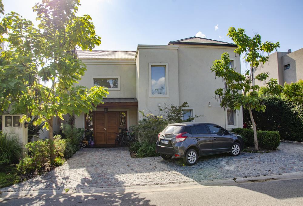GIN - Grupo Inmobiliario Norte:  Casa en B. Las Orquideas con Pileta y Amenities Muy Buen Estado