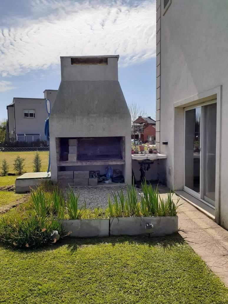 GIN - Grupo Inmobiliario Norte:  Excelente casa de 4 ambientes en venta en Los Jazmines, Pilar del Este